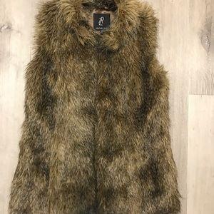Rachel Zoe Other - Best Vest Ever faux furrrrr